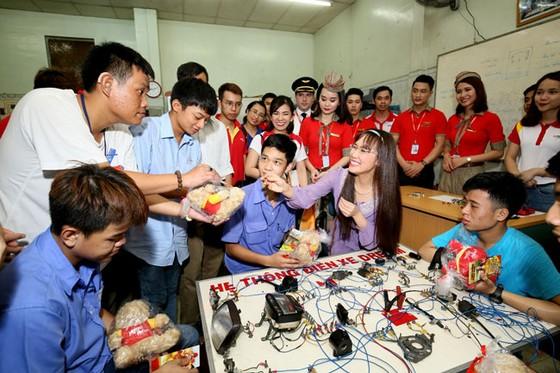 CBNV HDBank, Vietjet chắp cánh ước mơ cho người khuyết tật ảnh 6