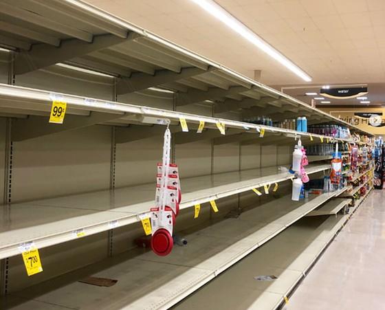 Chính quyền Hawaii đóng cửa vì siêu bão ảnh 1