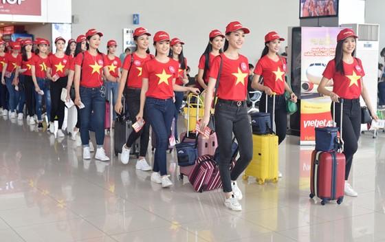 Top 43 Hoa hậu Việt Nam rực rỡ thu hút hàng triệu hành khách Vietjet ảnh 9