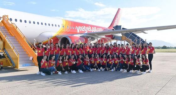 Top 43 Hoa hậu Việt Nam rực rỡ thu hút hàng triệu hành khách Vietjet ảnh 1