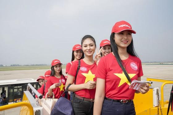 Top 43 Hoa hậu Việt Nam rực rỡ thu hút hàng triệu hành khách Vietjet ảnh 2