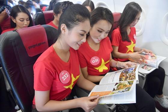 Top 43 Hoa hậu Việt Nam rực rỡ thu hút hàng triệu hành khách Vietjet ảnh 3