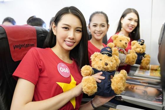 Top 43 Hoa hậu Việt Nam rực rỡ thu hút hàng triệu hành khách Vietjet ảnh 4