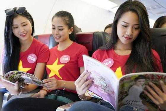 Top 43 Hoa hậu Việt Nam rực rỡ thu hút hàng triệu hành khách Vietjet ảnh 5