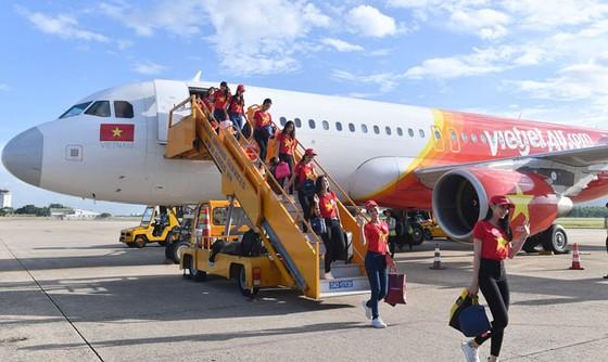 Top 43 Hoa hậu Việt Nam rực rỡ thu hút hàng triệu hành khách Vietjet ảnh 7