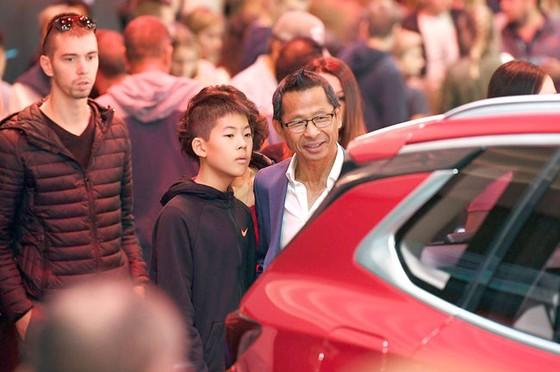 Cộng đồng người Việt đến Paris xem xe VinFast  ảnh 2