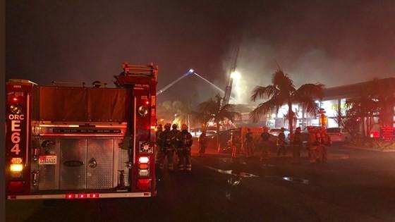 Cháy lớn trong trung tâm thương mại tại quận Cam ảnh 3