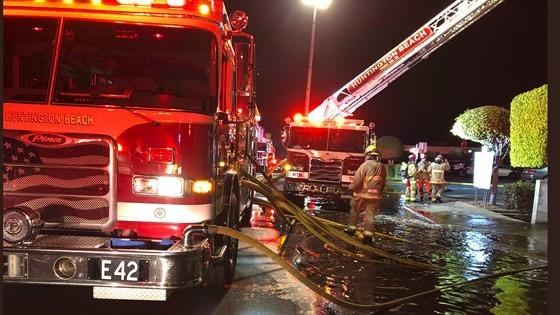 Cháy lớn trong trung tâm thương mại tại quận Cam ảnh 4