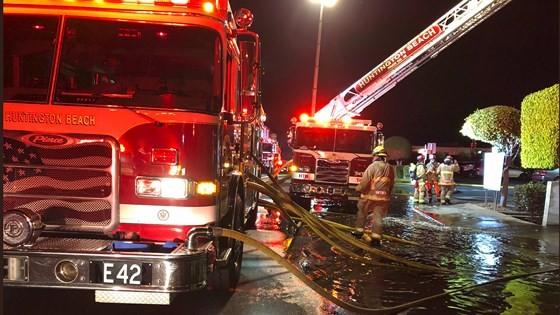 Cháy lớn trong trung tâm thương mại tại quận Cam ảnh 5