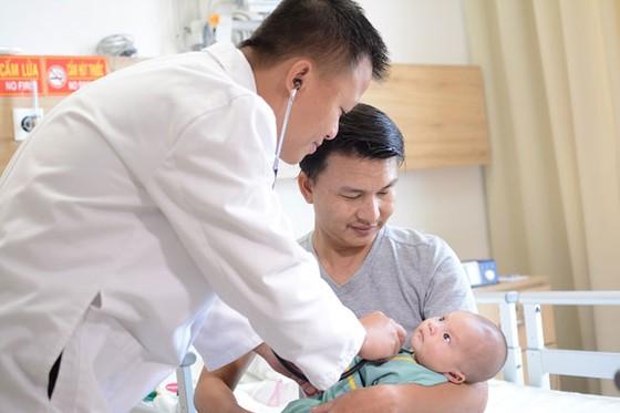 """Vinmec Central Park: Em bé được """"tái sinh"""" bằng kỹ thuật mổ tim không đau ảnh 1"""