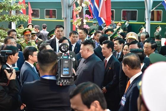 Chủ tịch Kim Jong-un đã lên xe về Thủ đô Hà Nội ảnh 3