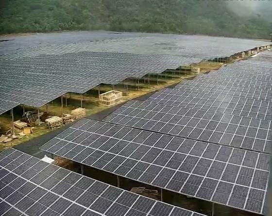 Kinh đô điện mặt trời dưới chân núi Cấm ảnh 1