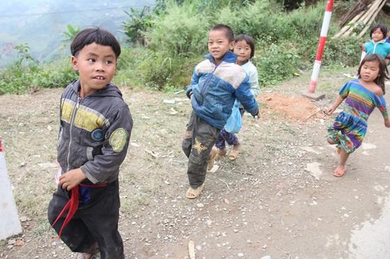 Trẻ em miền cao nguyên đá ảnh 1