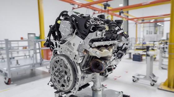 Khám phá bên trong nhà máy sản xuất ô tô VinFast ảnh 2