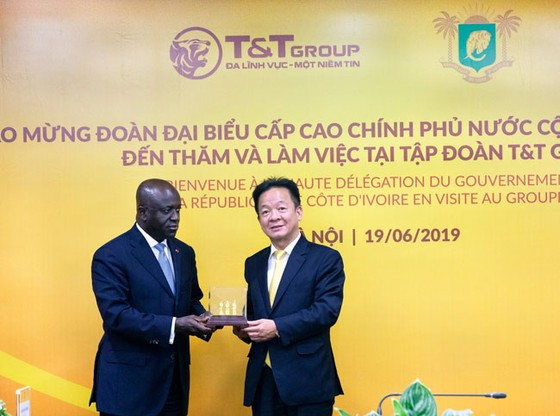 Bộ trưởng Ngoại giao Bờ Biển Ngà đến thăm và làm việc tại T&T Group ảnh 3