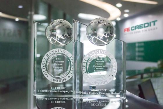 FE CREDIT nhận 2 giải thưởng của Global Banking & Finance ảnh 1
