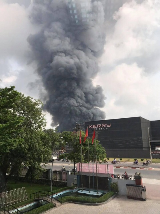 Cháy lớn trong Khu Công nghiệp Sóng Thần 2, Bình Dương ảnh 1