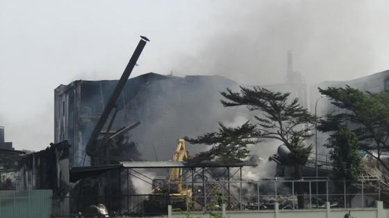 Cảnh tan hoang sau vụ cháy ở KCN Việt Hương ảnh 2