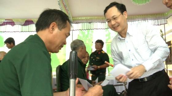 Bí thư Thành ủy TPHCM Nguyễn Thiện Nhân thăm mẹ Việt Nam Anh hùng ảnh 3
