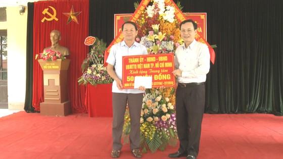 Bí thư Thành ủy TPHCM Nguyễn Thiện Nhân thăm mẹ Việt Nam Anh hùng ảnh 4