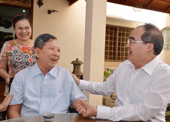 Bí thư Thành ủy TPHCM Nguyễn Thiện Nhân thăm mẹ Việt Nam Anh hùng ảnh 2