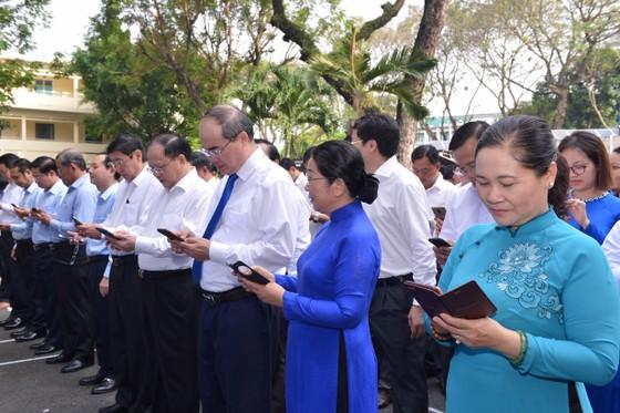 Lãnh đạo Thành ủy TPHCM nhắn tin ủng hộ người nghèo ảnh 1