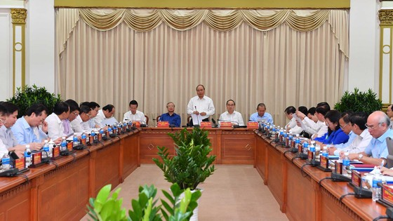 TPHCM nêu 13 kiến nghị với Bộ Chính trị, Chính phủ và Thủ tướng Chính phủ ảnh 1