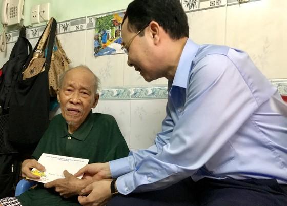 Lãnh đạo TPHCM thăm gia đình có công, thương binh nặng đặc biệt ảnh 1