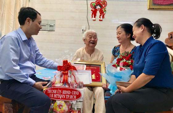 Lãnh đạo TPHCM thăm gia đình có công, thương binh nặng đặc biệt ảnh 3