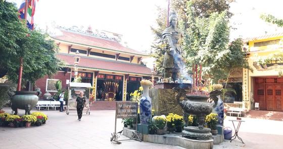 Di dời lư hương tại tượng đài Trần Hưng Đạo về nơi tôn nghiêm ảnh 1