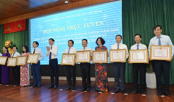 Bí thư Thành ủy TPHCM Nguyễn Thiện Nhân: Triệt để, đồng bộ và tăng tốc cải cách hành chính ảnh 6