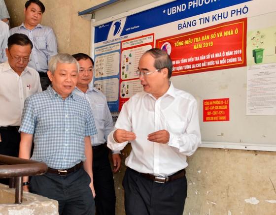Bí thư Thành ủy TPHCM Nguyễn Thiện Nhân thăm gia đình có công dịp 30-4 ảnh 6
