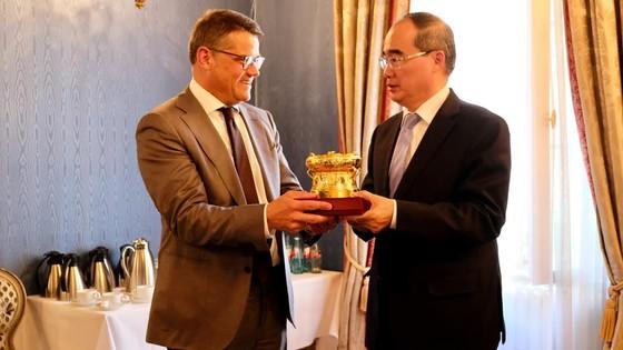 Bộ trưởng Bộ Khoa học - Nghệ thuật bang Hessen ấn tượng trước sáng kiến của Bí thư Thành ủy TPHCM ảnh 1