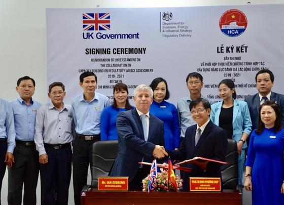 Chuyên gia Anh tập huấn cho cán bộ TPHCM về đánh giá tác động chính sách ảnh 1