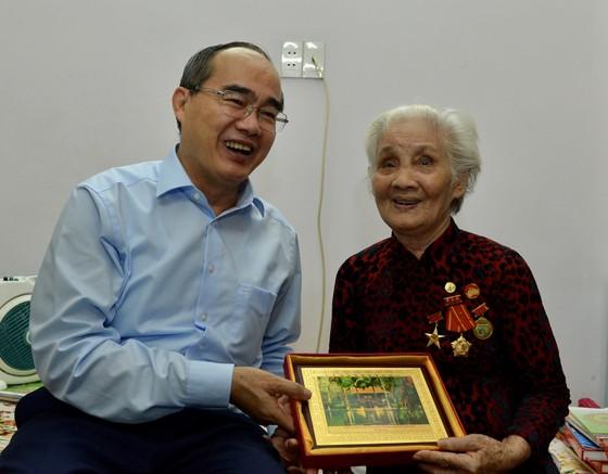 Bí thư Thành ủy TPHCM Nguyễn Thiện Nhân thăm gia đình chính sách ảnh 1