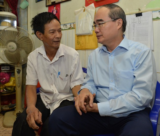 Bí thư Thành ủy TPHCM Nguyễn Thiện Nhân thăm gia đình chính sách ảnh 2