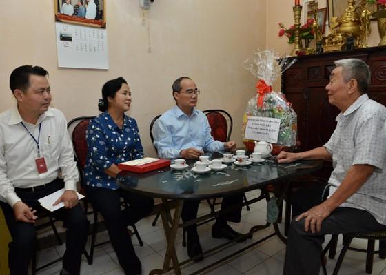 Bí thư Thành ủy TPHCM Nguyễn Thiện Nhân thăm gia đình chính sách ảnh 3