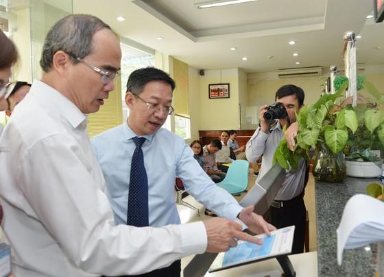 Bí thư Thành ủy TPHCM Nguyễn Thiện Nhân: Lấy ý kiến của người dân đánh giá về kết quả chống ngập ảnh 2