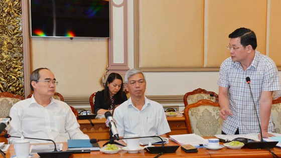 Bí thư Thành ủy TPHCM Nguyễn Thiện Nhân nghe đề xuất biến bãi rác ô nhiễm thành đô thị xanh ảnh 3