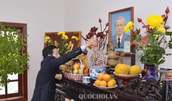 Phó Chủ tịch Quốc hội Phùng Quốc Hiển chúc tết các đồng chí nguyên lãnh đạo Đảng, Nhà nước, Quốc hội ảnh 1