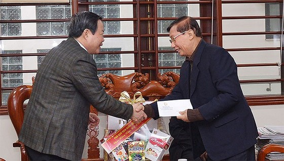Phó Chủ tịch Quốc hội Phùng Quốc Hiển chúc tết các đồng chí nguyên lãnh đạo Đảng, Nhà nước, Quốc hội ảnh 3