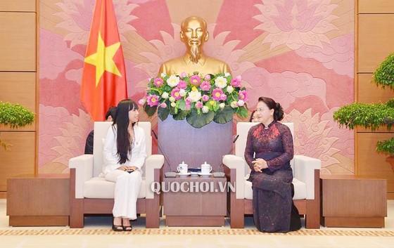 Chủ tịch Quốc hội Nguyễn Thị Kim Ngân tiếp Nhóm nghị sĩ hữu nghị Pháp - Việt  ảnh 1