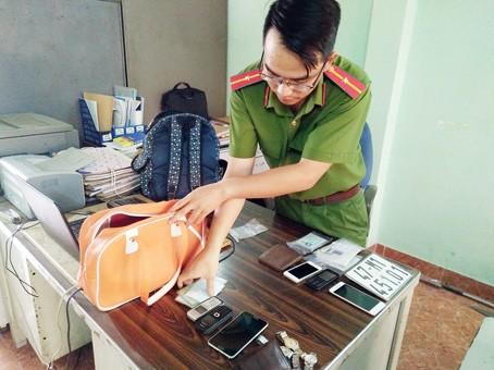Triệt phá 3 băng nhóm cướp giật trên 20 vụ ở Đồng Nai ảnh 2