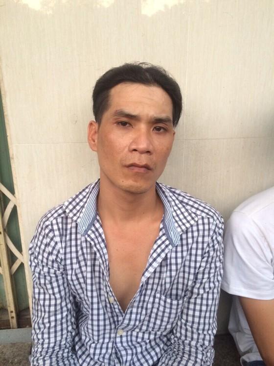 Hai tên cướp mang tiền án dùng dao chống trả trinh sát hình sự đặc nhiệm khi bị truy đuổi ảnh 2