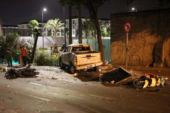 Vụ xe bán tải húc hàng loạt xe máy, 2 người chết: Tài xế đạp nhầm chân ga ảnh 2