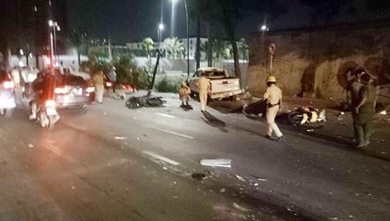 Vụ xe bán tải húc hàng loạt xe máy, 2 người chết: Tài xế đạp nhầm chân ga ảnh 4