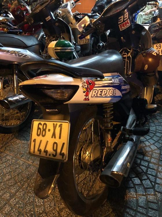 Bắt đối tượng đi bộ trộm xe máy ở trung tâm TPHCM ảnh 2