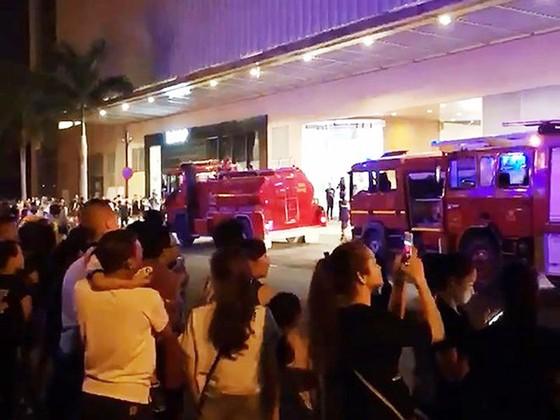 Nghe chuông báo cháy ở trung tâm thương mại Crescent Mall, hàng ngàn người tháo chạy tán loạn ảnh 2