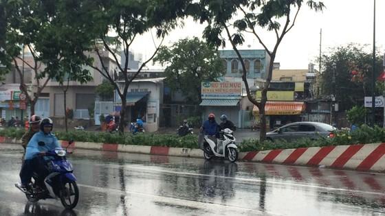 Một số khu vực tại TPHCM mưa lớn kèm theo giông trong ngày lễ 30-4 và 1-5 ảnh 4