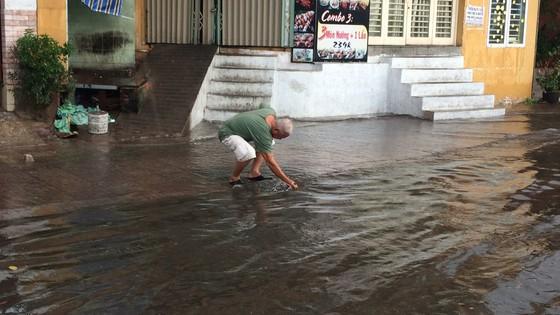 Một số khu vực tại TPHCM mưa lớn kèm theo giông trong ngày lễ 30-4 và 1-5 ảnh 8
